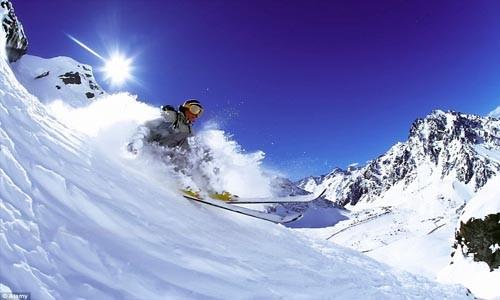Điểm danh những địa điểm trượt tuyết mùa hè hấp dẫn - anh 2