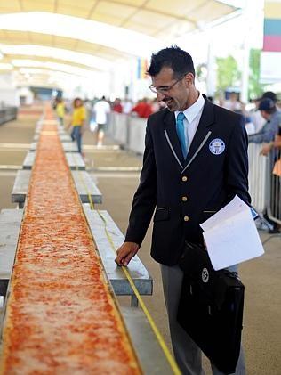 Chiêm ngưỡng chiếc bánh pizza dài nhất thế giới - anh 4