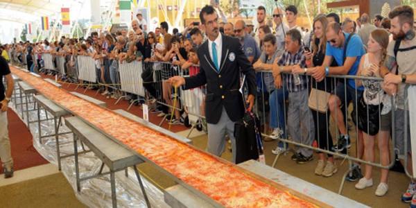Chiêm ngưỡng chiếc bánh pizza dài nhất thế giới - anh 2