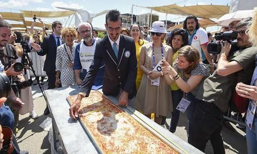 Chiêm ngưỡng chiếc bánh pizza dài nhất thế giới - anh 3