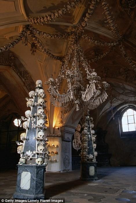 Rợn tóc gáy thăm nhà thờ xương người ở Séc - anh 9