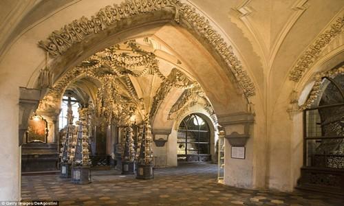 Rợn tóc gáy thăm nhà thờ xương người ở Séc - anh 1