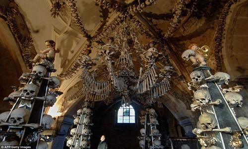 Rợn tóc gáy thăm nhà thờ xương người ở Séc - anh 6
