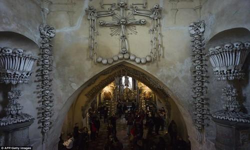 Rợn tóc gáy thăm nhà thờ xương người ở Séc - anh 7