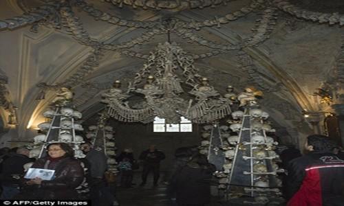 Rợn tóc gáy thăm nhà thờ xương người ở Séc - anh 8
