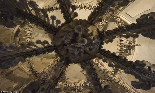 Rợn tóc gáy thăm nhà thờ xương người ở Séc - anh 11