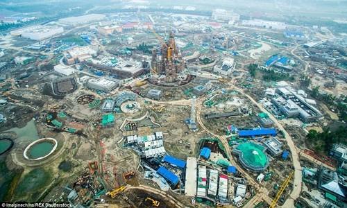 Hé lộ những hình ảnh đầu tiên của Disneyland ở Thượng Hải - anh 5