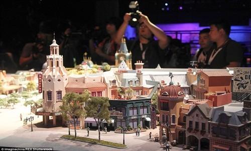 Hé lộ những hình ảnh đầu tiên của Disneyland ở Thượng Hải - anh 1
