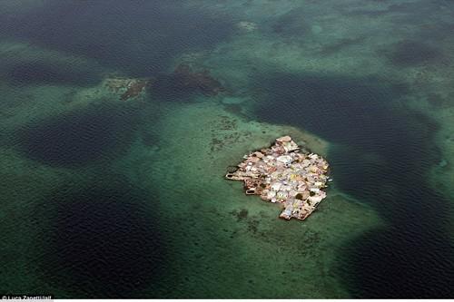 Thăm hòn đảo cả ngàn người chen nhau chung sống - anh 2