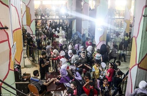 Ghé thăm thế giới vui chơi ngầm ở Syria - anh 15