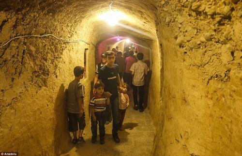 Ghé thăm thế giới vui chơi ngầm ở Syria - anh 9