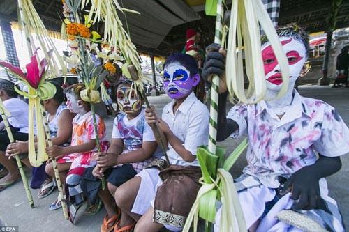 Thăm lễ hội đuổi quỷ độc đáo ở Bali - anh 2
