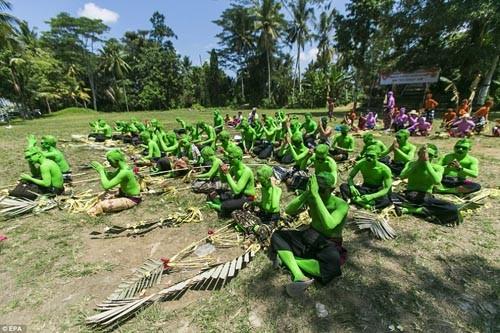Thăm lễ hội đuổi quỷ độc đáo ở Bali - anh 3