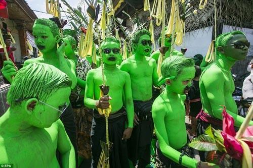 Thăm lễ hội đuổi quỷ độc đáo ở Bali - anh 4