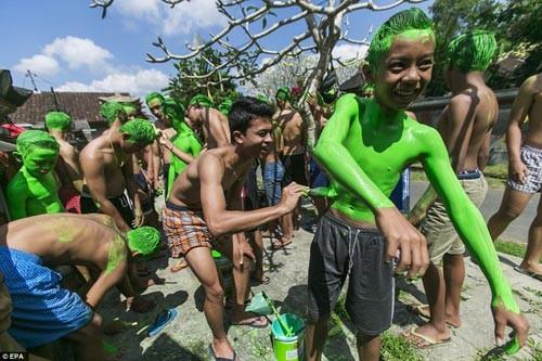 Thăm lễ hội đuổi quỷ độc đáo ở Bali - anh 5