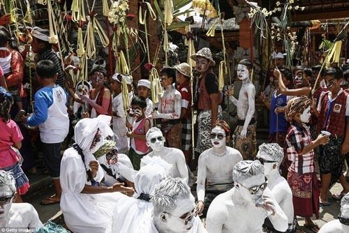 Thăm lễ hội đuổi quỷ độc đáo ở Bali - anh 6