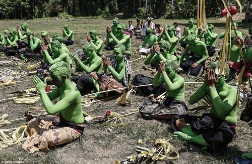 Thăm lễ hội đuổi quỷ độc đáo ở Bali - anh 7