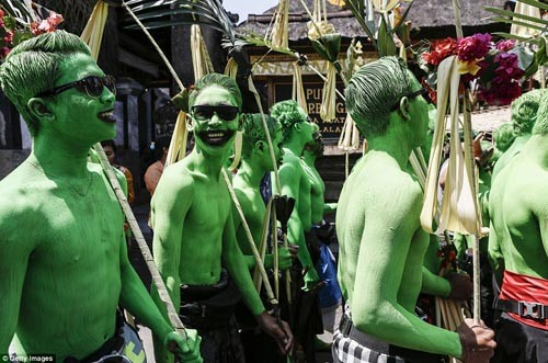 Thăm lễ hội đuổi quỷ độc đáo ở Bali - anh 10