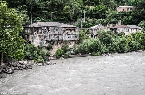Cận cảnh cuộc sống của ngôi làng trong những đám mây - anh 9