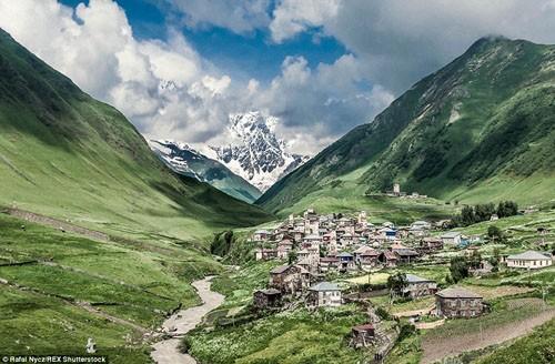 Cận cảnh cuộc sống của ngôi làng trong những đám mây - anh 10