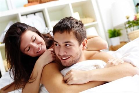 Hài hước 4 cách hâm nóng tình cảm vợ chồng - anh 1