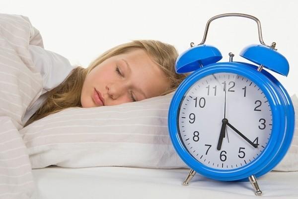 """""""Ngủ ngày, cày đêm"""" có hại cho sức khỏe - anh 1"""