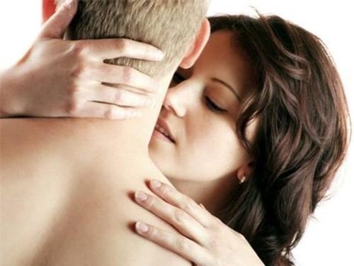 2 cách làm chàng hưng phấn hơn khi yêu - anh 1