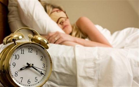 Tác hại của việc ngủ nướng - anh 1