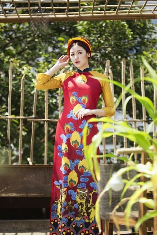 Á hậu Dương Tú Anh đẹp như cô tấm trong tà áo dài - anh 1