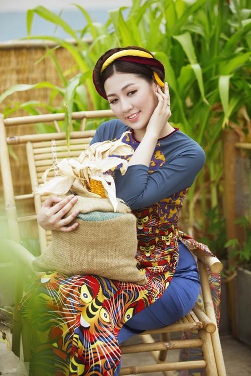 Á hậu Dương Tú Anh đẹp như cô tấm trong tà áo dài - anh 10
