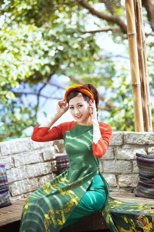 Á hậu Dương Tú Anh đẹp như cô tấm trong tà áo dài - anh 12
