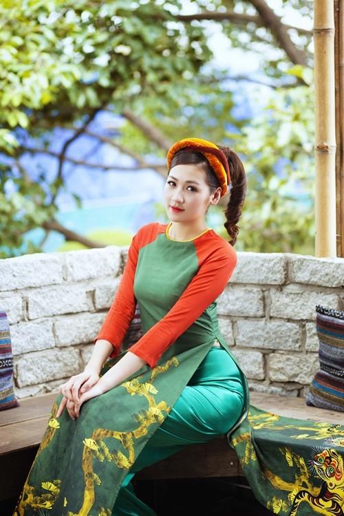 Á hậu Dương Tú Anh đẹp như cô tấm trong tà áo dài - anh 13