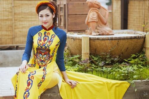 Á hậu Dương Tú Anh đẹp như cô tấm trong tà áo dài - anh 15