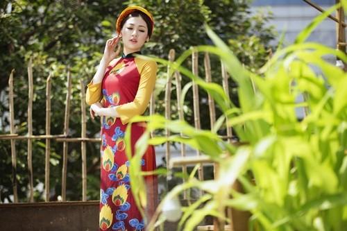 Á hậu Dương Tú Anh đẹp như cô tấm trong tà áo dài - anh 2