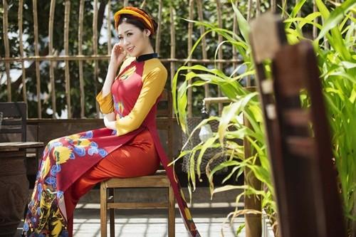 Á hậu Dương Tú Anh đẹp như cô tấm trong tà áo dài - anh 3
