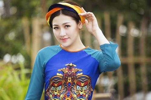 Á hậu Dương Tú Anh đẹp như cô tấm trong tà áo dài - anh 5