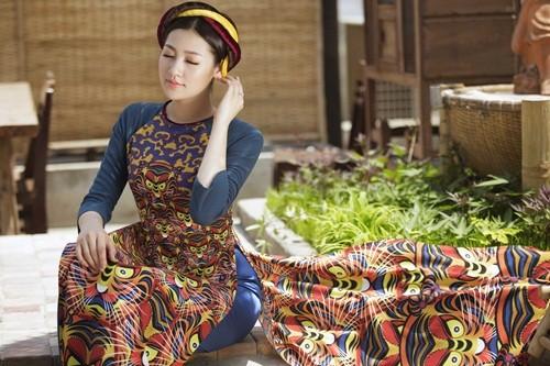 Á hậu Dương Tú Anh đẹp như cô tấm trong tà áo dài - anh 9