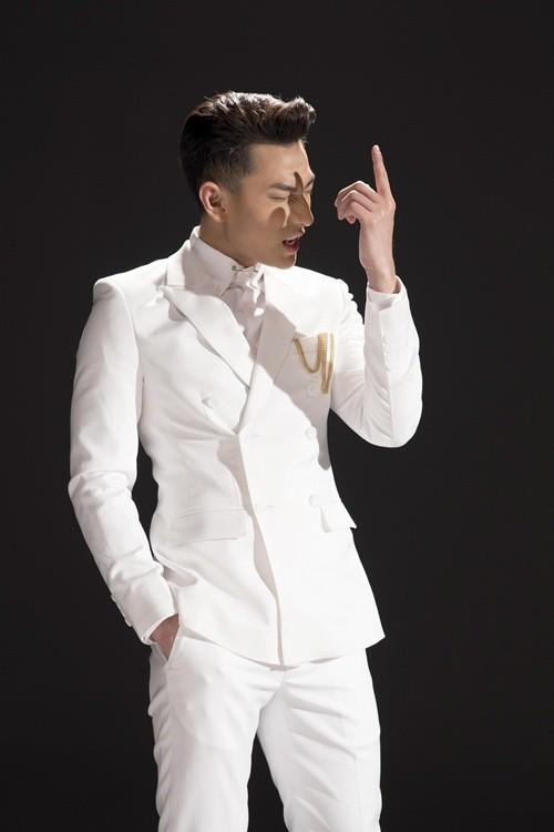 """Isaac lịch lãm làm """"tan chảy"""" mọi trái tim trong MV mới """"Mr.Right"""" - anh 3"""