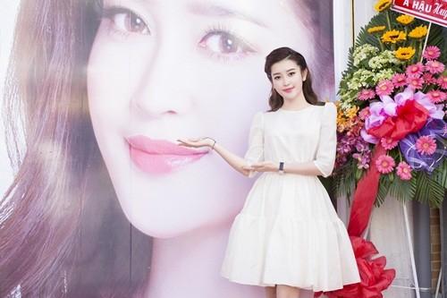 Á hậu Huyền My đẹp tinh khôi trong vai trò đại sứ thương hiệu - anh 3