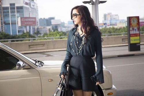 Hoa hậu Giáng My sành điệu khoe chân thon trắng muốt tại sân bay - anh 3