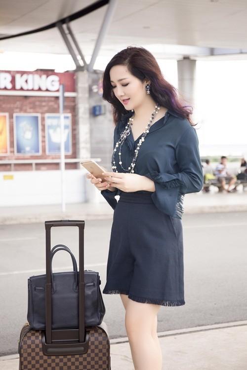 Hoa hậu Giáng My sành điệu khoe chân thon trắng muốt tại sân bay - anh 5