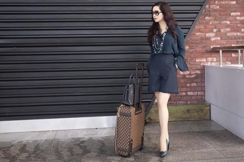 Hoa hậu Giáng My sành điệu khoe chân thon trắng muốt tại sân bay - anh 8