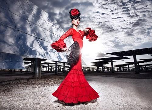 Show thời trang đầu tiên trong lịch sử diễn ra tại nhà máy năng lượng mặt trời lớn nhất thế giới - anh 2
