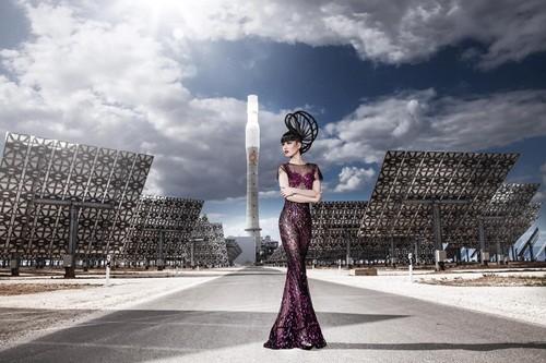 Show thời trang đầu tiên trong lịch sử diễn ra tại nhà máy năng lượng mặt trời lớn nhất thế giới - anh 3