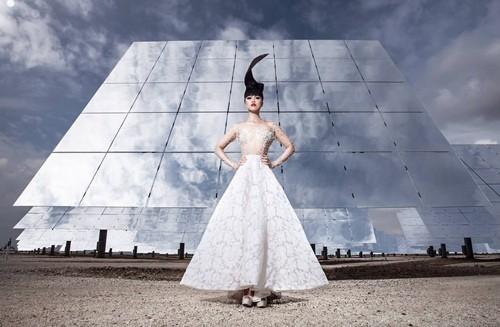 Show thời trang đầu tiên trong lịch sử diễn ra tại nhà máy năng lượng mặt trời lớn nhất thế giới - anh 4