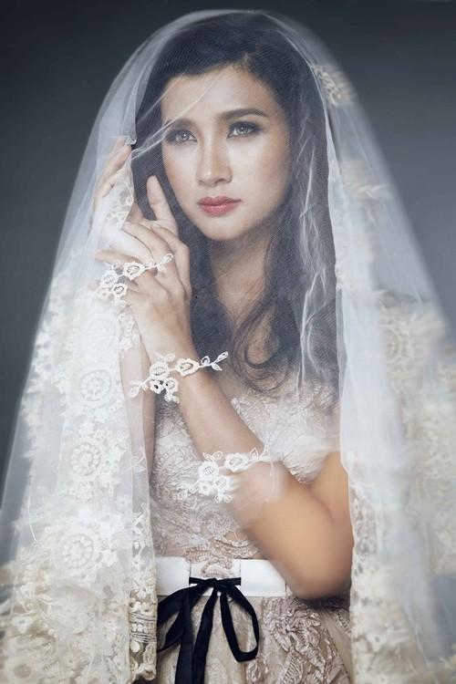 """Kim Tuyến bất ngờ hóa cô dâu đầy """"ma mị"""" trước khi lên đường sang Châu Âu - anh 1"""