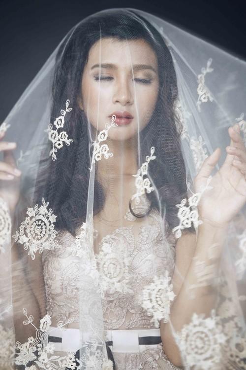 """Kim Tuyến bất ngờ hóa cô dâu đầy """"ma mị"""" trước khi lên đường sang Châu Âu - anh 2"""