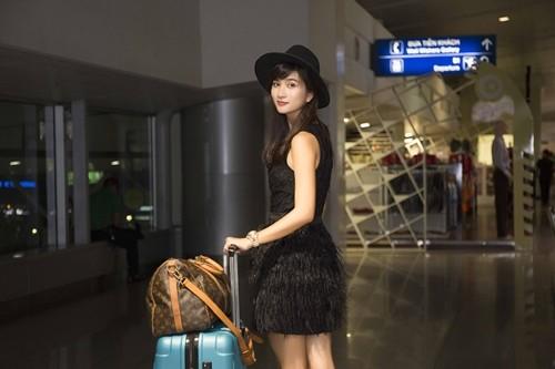 """Kim Tuyến bị fan """"bủa vây"""" giữa đêm tại sân bay - anh 4"""