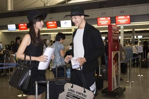 """Kim Tuyến bị fan """"bủa vây"""" giữa đêm tại sân bay - anh 15"""