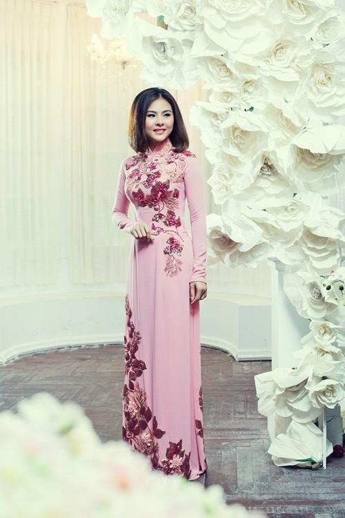 Vân Trang hóa thân làm cô dâu dịu dàng trong tà áo dài của NTK Huỳnh Lợi - anh 1